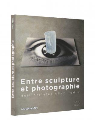 Entre sculpture et photographie